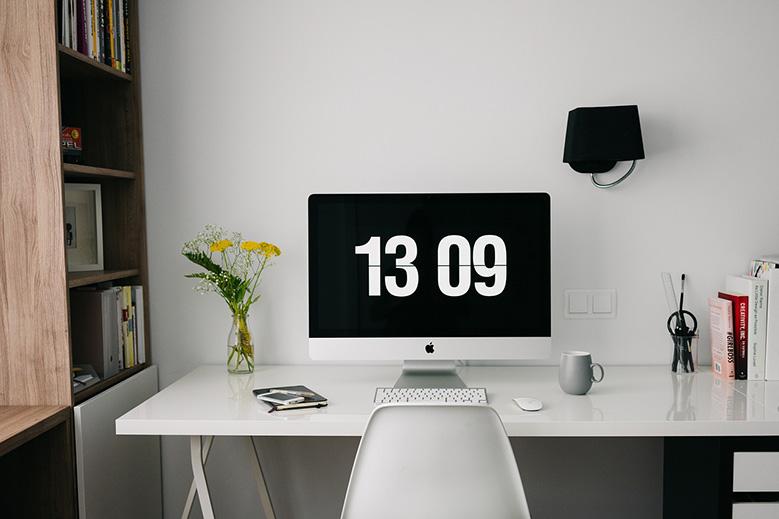Despacho de un freelance montado en su casa.