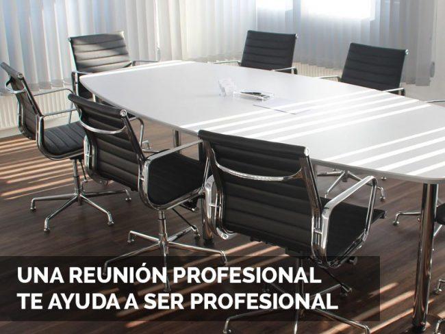 Reunión de profesionales creativos de sitios web.